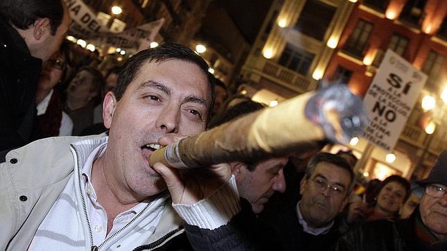 Portugal va a prohibir fumar en los coches que transporten niños