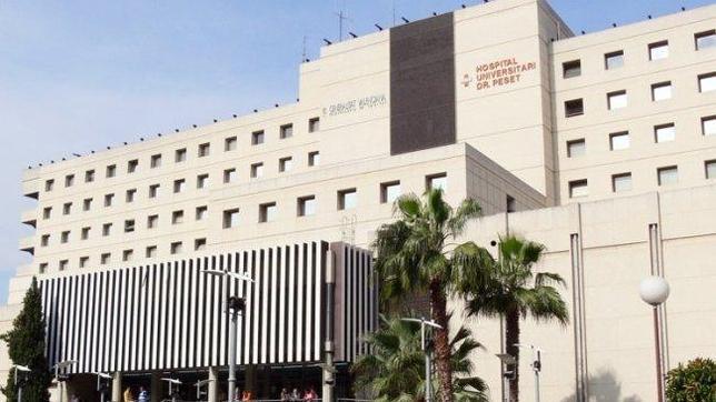 Un paciente clava un bolígrafo a un enfermero en un hospital valenciano