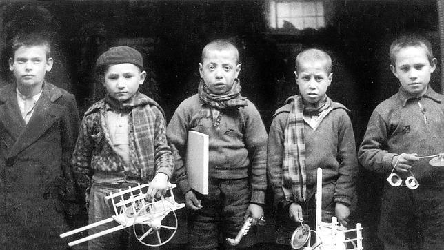Resultado de imagen de FOTOS DE NIÑOS EN LA POSGUERRA DE eSPAÑA