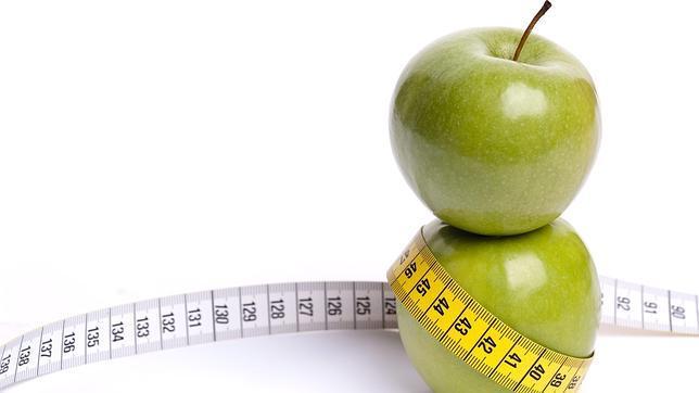 Puedo bajar de peso comiendo solo frutas
