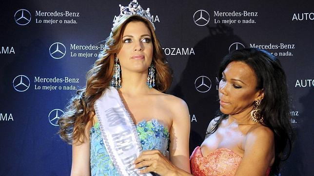 Lieggi la nueva miss rep 250 blica dominicana ha recibido la banda y la