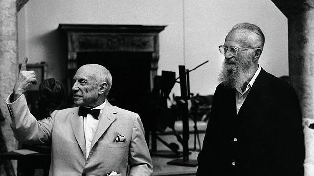 Picasso junto al célebre fotógrafo Edward Steichen en la sala de esculturas de Notre Dame-de-Vie. 1964. Notre-Dame-de-Vie (Mougins, Francia). ROBERTO OTERO