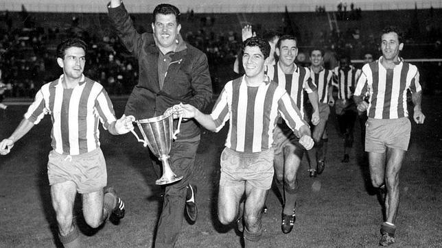 Celebración de conquista de la Recopa en 1962