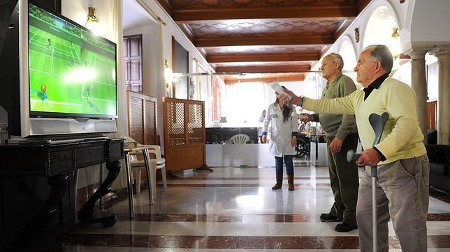 C mo reducir las sujeciones f sicas de los ancianos en las residencias - Casa para ancianos ...