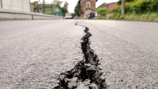 http://www.abc.es/Media/201205/21/carretera-terremoto-italia--644x362.jpg