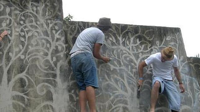 Un graffiti ecológico en un parque de Barcelona anima a reciclar ...