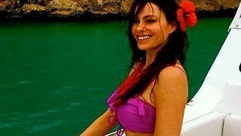 Sofía Vergara, muy sexy en bikini, se va de vacaciones al Caribe para olvidar a su ex