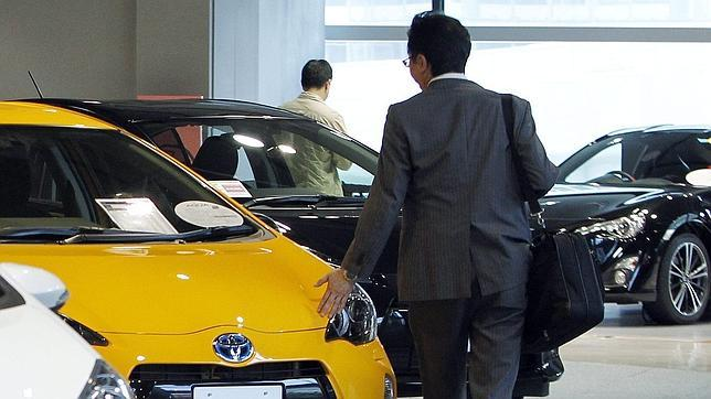 Las ventas de coches en España cerrarán 2012 al nivel de Marruecos