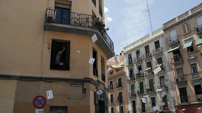 Okupan un edificio en la calle sebasti n elcano para alojar a desahuciados - Pisos de bankia en madrid ...