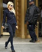 Paris Hilton derrocha glamour hasta en los juzgados