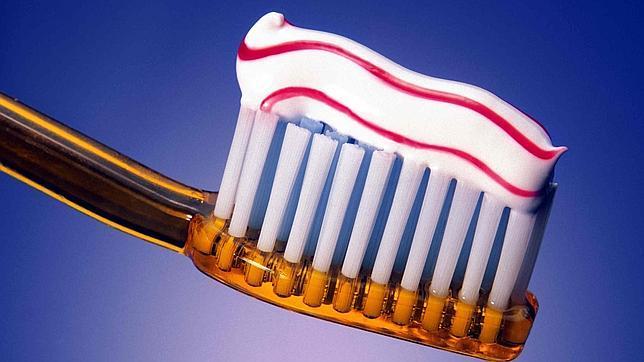 Resultado de imagen de NIÃ'OS pasta de dientes y cepillos