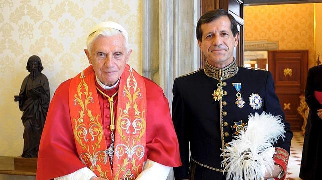 El nuevo embajador español en el Vaticano presenta sus credenciales al Papa BENEDICTO%20XVI%20RECIBE--644x362