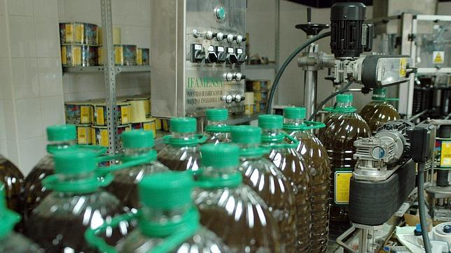 La venta de aceite de oliva crece un 8,24%, pero los precios en origen se desploman