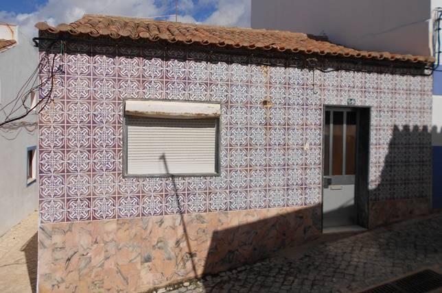 No faltan las caracter sticas fachadas decoradas con for Fachadas con azulejo