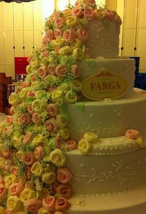 la tarta en la boda de andr233s iniesta una catarata de
