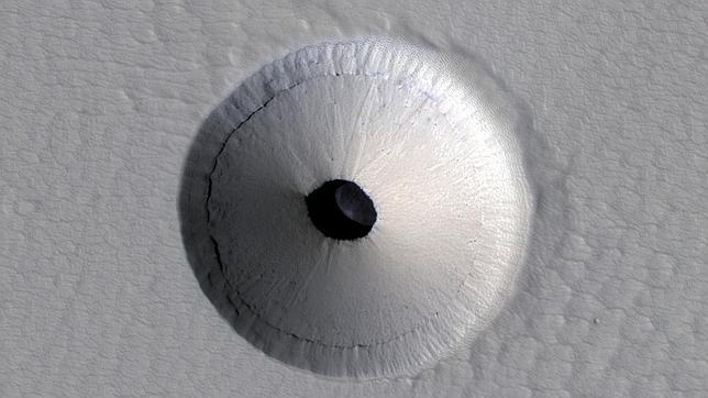 Hallan en Marte la entrada a una caverna subterránea Agujero-marte--644x362