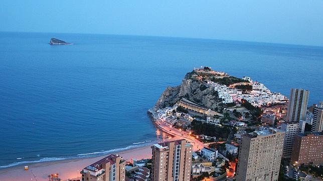 vista de una playa de benidorm desde el hotel bali el ms alto de europa