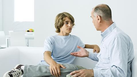 Resultado de imagen para padres dialogando con sus hijos
