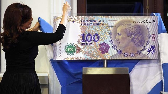 Argentina presenta un nuevo billete de cien pesos con la imagen de Eva Perón