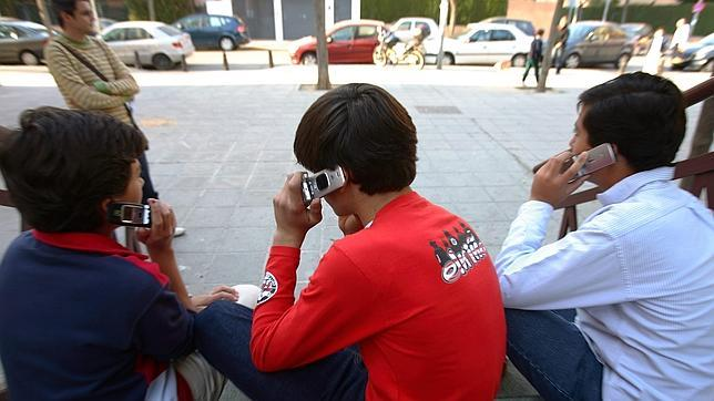 Los adolescentes se irritan cuando les falta el móvil
