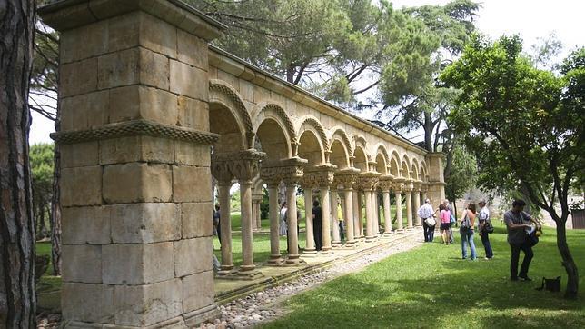 El falso románico del claustro de Palamós