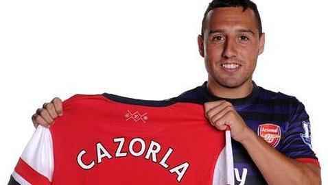 Santi Cazorla pose avec son nouveau maillot