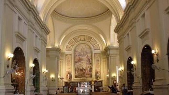 interior de la iglesia de san lorenzo en el madrile o