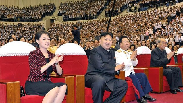 La primera dama de Corea del Norte se exhibe con productos de lujo - Página 3 Kim-jong-primera-dama--644x362