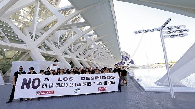 Trabajadores de CACSA se concentran contra el ERE antes de empezar a negociar