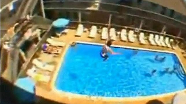 Balconing se lleva otra victima taringa for Tirarse a la piscina