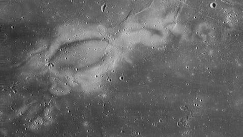 Resuelto el misterio de las manchas blanquecinas en la Luna