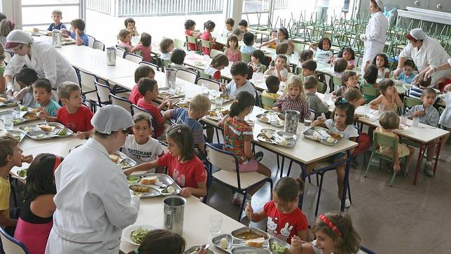 Aguirre quiere que los profesores vigilen el comedor para - Comedores escolares alicante ...