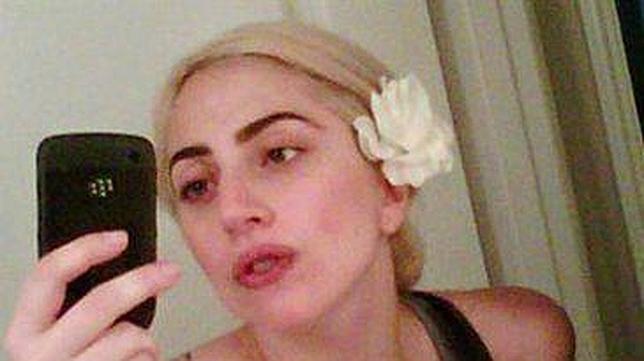 Lady Gaga enseña los pechos en un vídeo casero