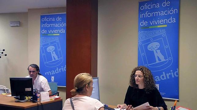 La oficina ubicada en la calle paraguay 8 tiene un for Oficina atencion al socio real madrid