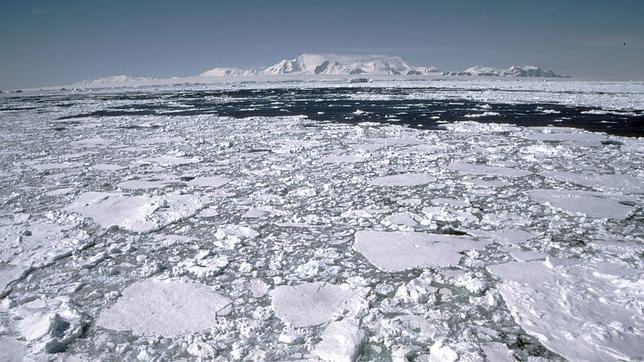 Sugieren la existencia de metano bajo la capa de hielo de la Antártida