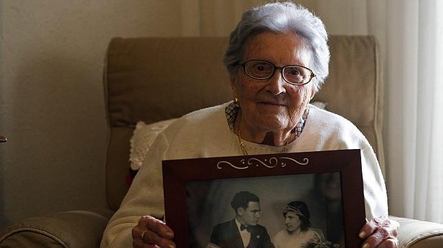 Por qué los ancianos son el blanco preferido por los estafadores