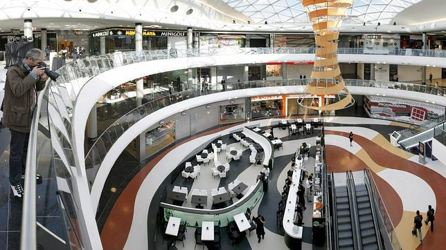 Interior del centro comercial marineda city el complejo for Centro comercial sol madrid