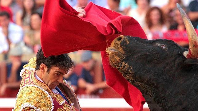 José Tomás indulta un toro y corta once orejas y un rabo en Nimes