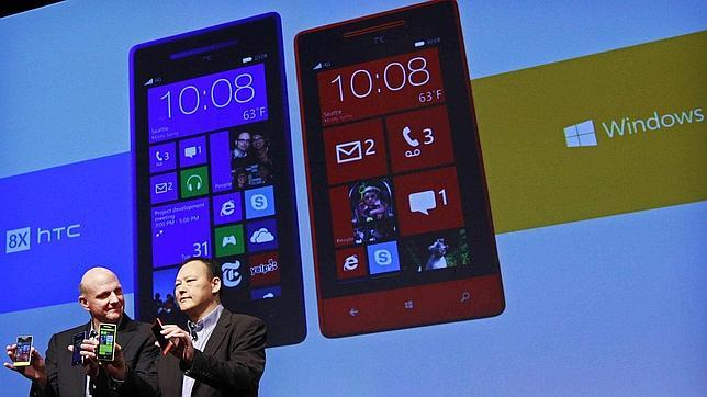 Nokia y HTC luchan por ser la marca Windows Phone 8