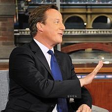 David Cameron se unió a One Direction para videoclip