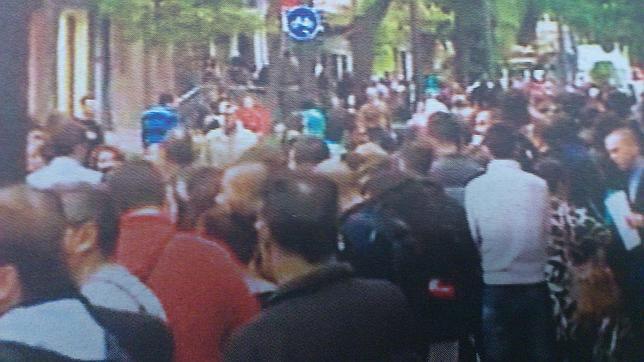 Personas se apuntan a una convocatoria de 150 for Oficina adecco madrid