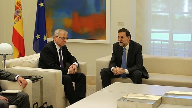 Rehn pide al Gobierno de Rajoy continuar con la reforma de las pensiones