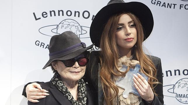 http://www.abc.es/Media/201210/09/yoko-ono-lady-gaga--644x362.JPG