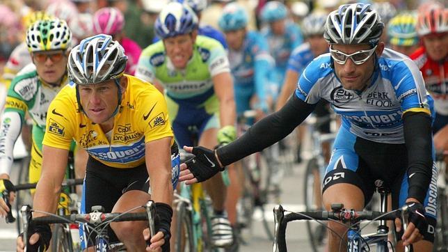 Once excompañeros acusan a Armstrong de dopaje sistemático