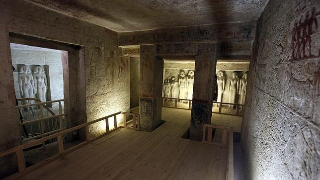 Vista de la tumba del fara n meresanj iii for Interior de una piramide
