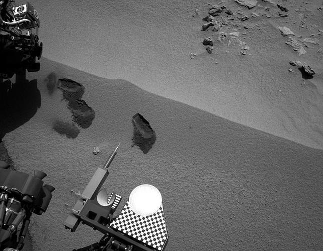 El Curiosity se «traga» su primera muestra marciana