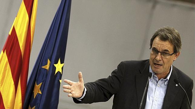 Artur Mas afirma que la segunda vuelta de los comicios catalanes será una consulta