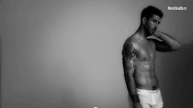 futbolista desnudo rubio: