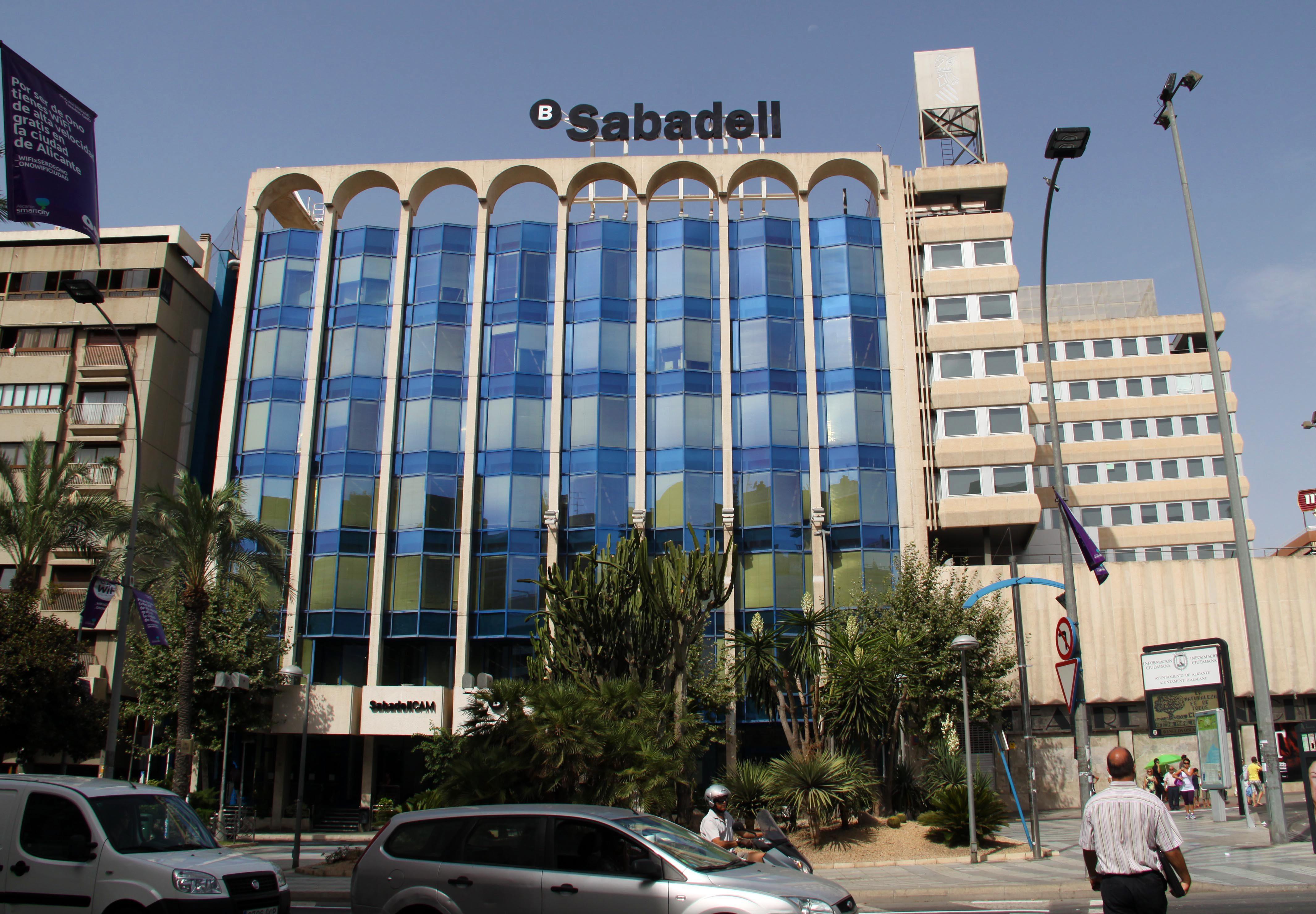 El banco sabadell reduce su beneficio un 56 for Pisos de banco sabadell