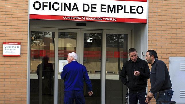 El paro supera el 25 02 tras aumentar en personas for Oficina de empleo inem